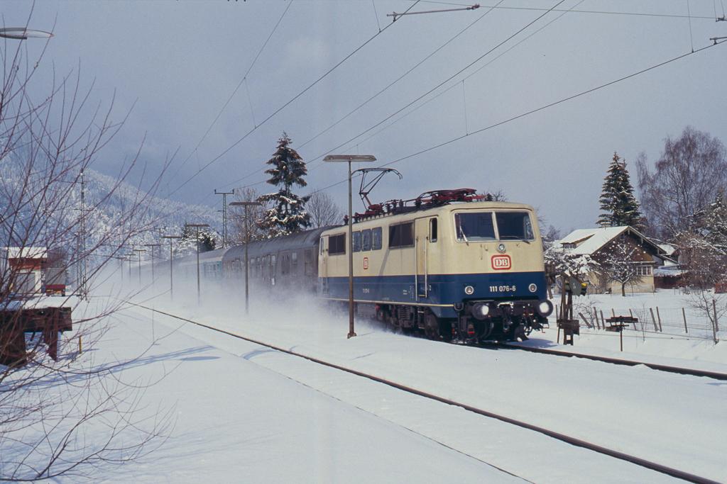 http://www.diesellokguru.de/images/D1992/111-2-KB/D960-111-076-199x-03.jpg