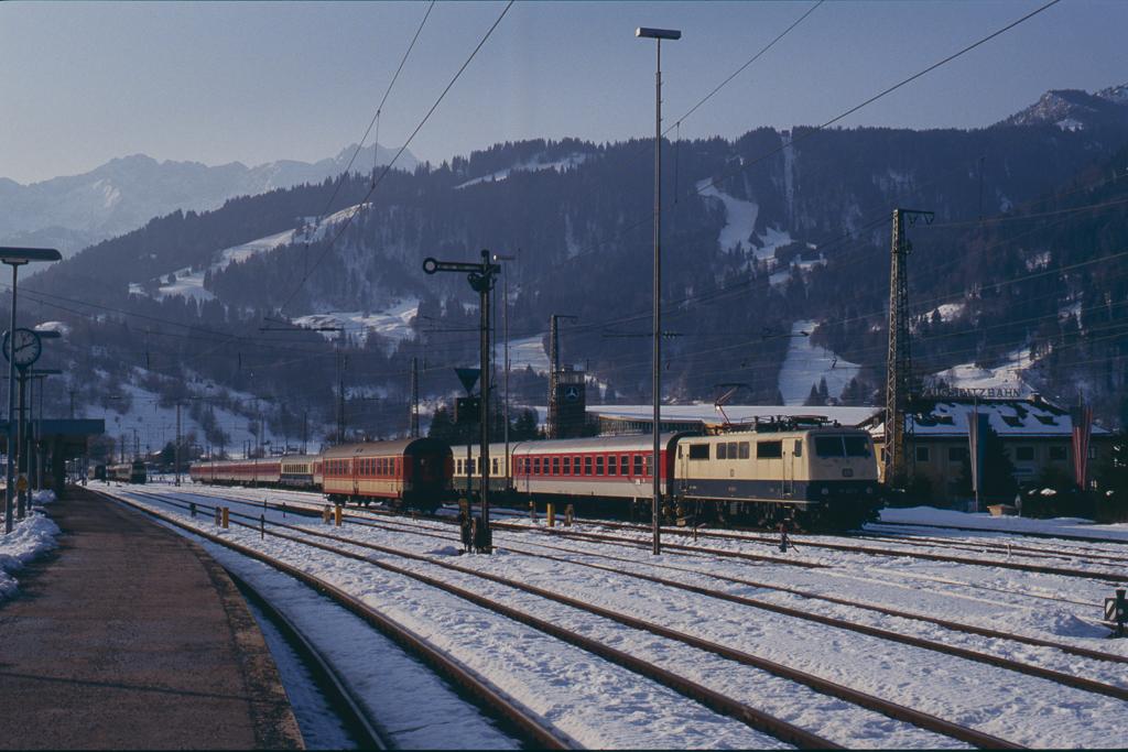 http://www.diesellokguru.de/images/D1992/111-2-KB/D960-111-227-199x-02.jpg