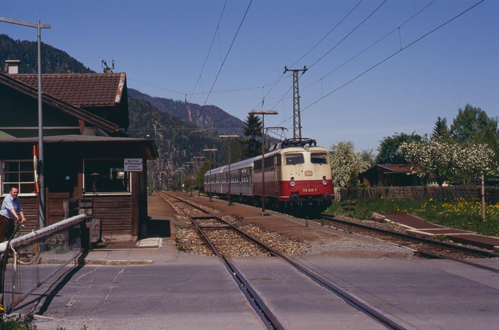 http://www.diesellokguru.de/images/D1992/113-2-KB/D960-113-308-1992-01.jpg