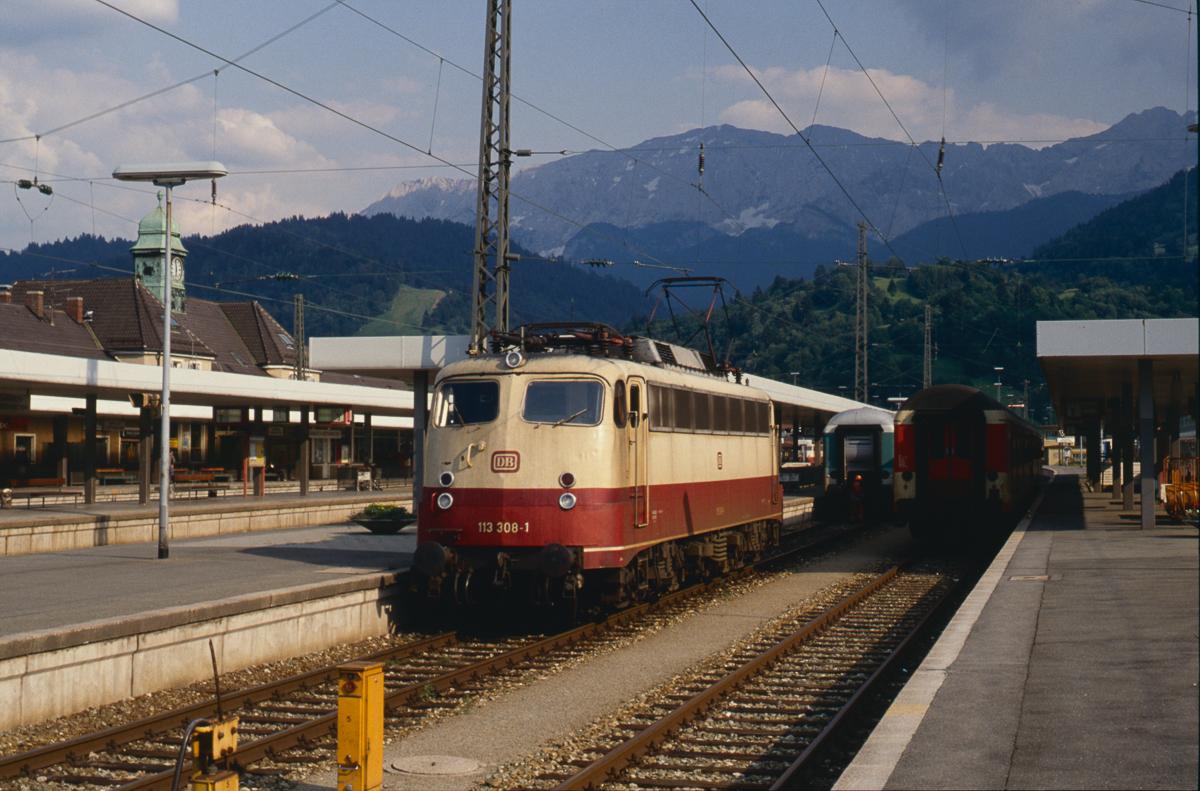 http://www.diesellokguru.de/images/D1992/113-4-KB/D960-113-308-1992-06-27-05n.jpg