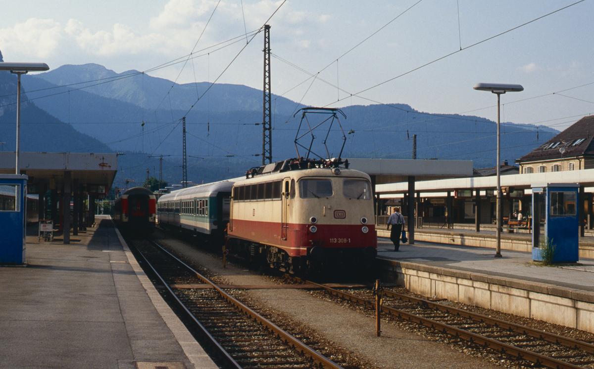 http://www.diesellokguru.de/images/D1992/113-4-KB/D960-113-308-1992-06-27-07n.jpg