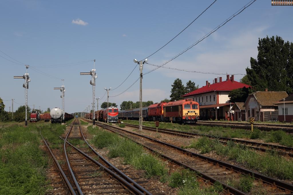 http://www.diesellokguru.de/images/RO2014/RO2014-1/RO-418-322-2014-08-03-4.JPG